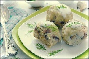 Рецепт кнедликов с луком и грибами.