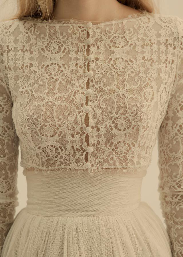 Vestido de novia de encaje :: Lace Wedding Dress (Inspiration) Nos encantan los cuerpos de encaje, como el de este vestido de Cortana
