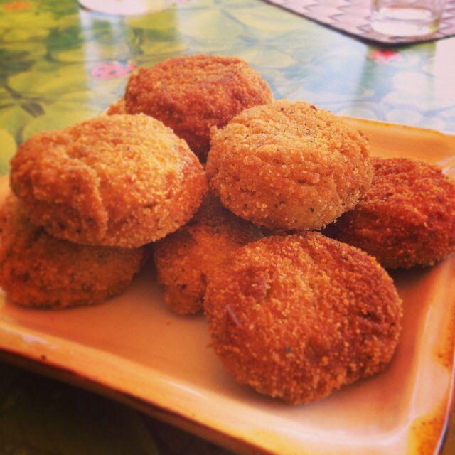 #Polpettine di #fagioli #cannellini, #prezzemolo, #cipolla di #tropea, #mandorle tritate, #farina di #farro, #lievito istantaneo, #olio per #friggere e #sale!! SQUISITE, provare per credere!! Buon #pranzo e buon fine #settimana da #ricettelastminute!! #food #foodart #love #foodporn #instafood #instaphoto #weekend #polpette