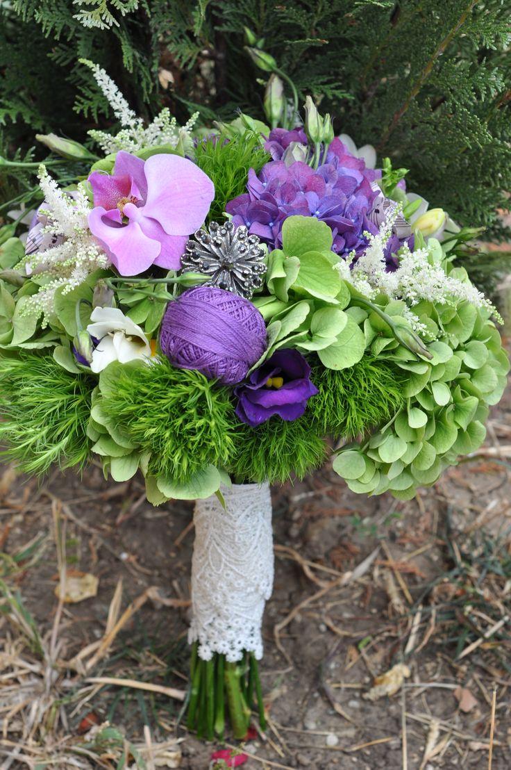 green wedding bouquet - buchet mireasa verde mov hortensie orhidee (www.maya-flowers.blogspot.ro)