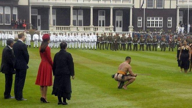 Prinţul William și Kate Middleton, întâmpinați cu fundul în Noua Zeelandă