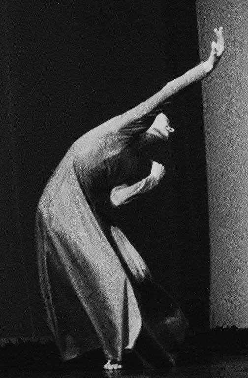 We were inspired by Pina Bausch. We liked the way the movements flowed in her pieces and the way she used dance movements to show emotions.