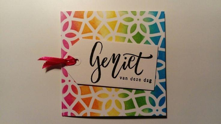 """Kaart """"Geniet van deze dag"""" gemaakt met stencil (Action) en Distress inkt en stempels (Marianne design)"""
