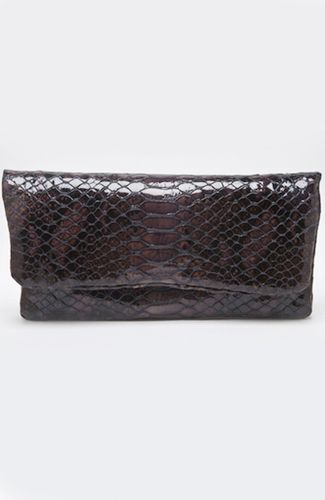 Patent leather clutch with print and snake effect, inner pocket, zipper closure. Bag has inner led lights that are turned on when opened, and usb port for charging smart devises. Bag charger included. 30 cm width.