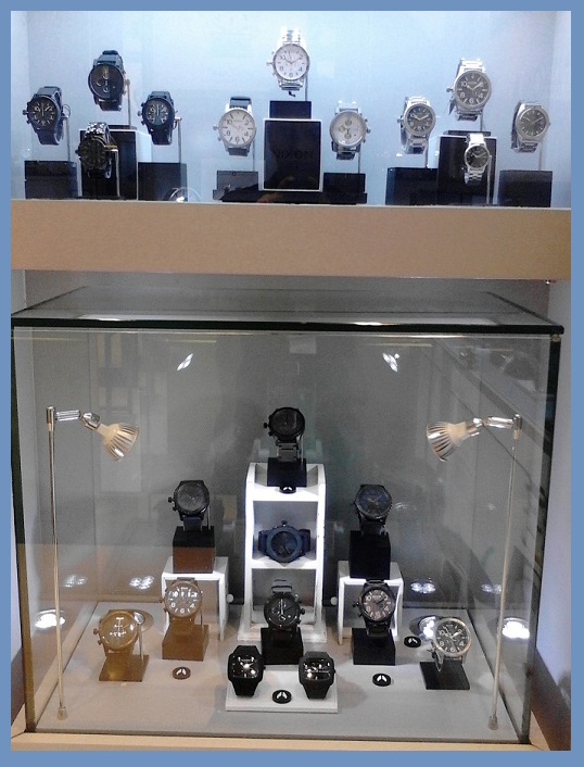 NIXON Watch display