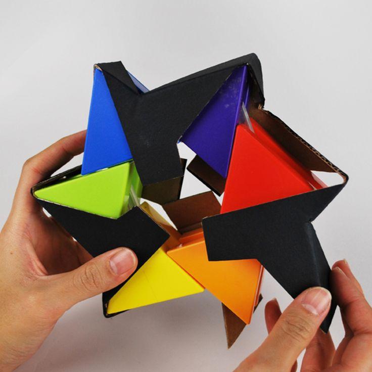 Дизайнер изДалласа Christina Rees разработала конструкцию картонной упаковки дляигрушки Trixagon. Упаковка изготовлена изгофрокартона ипредставляет изсебя ленту, опоясывающую Trixagon попериметру, спереди исзади ленту фиксируют заглушки синформацией оигрушке.  http://am.antech.ru/zZ7b