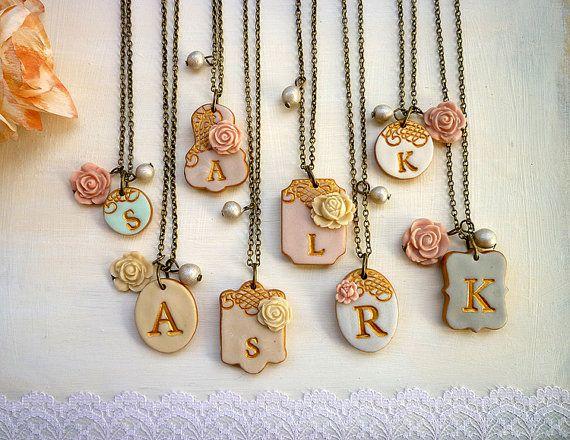 porcellana fredda Lace Bridesmaid Necklace Initial Bridesmaids Necklaces Letter Necklace Monogram Mismatched Bridesmaids Necklaces Vintage Wedding Jewelry