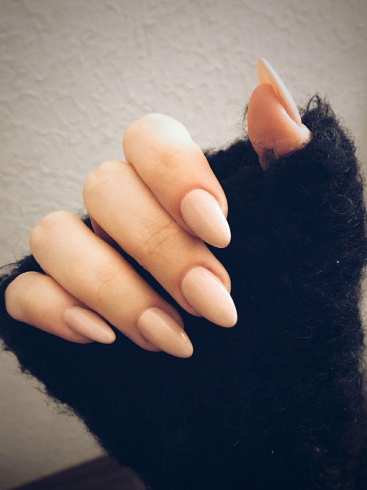 Ricostruzione unghie a gel, idea con uno smalto di color ...