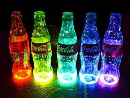 vasos que brilham no escuro feito com garrafas de coca cola                                                                                                                                                                                 Mais