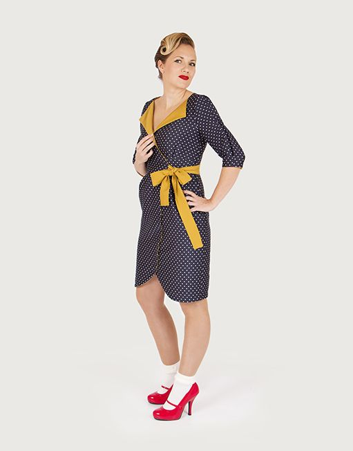 Wrapdress with pleats and 3/4 sleeve. The Charlie dress is finished on the inside with contrast facing. At the front neckline this folds over as a collar. Shaping around chest and hips is created by pleats. The dress closes with tie-straps stitched out from the waist piece, wrapped around in the back and tied in the front side.  Version A(see picture) has a pointy collar and boxpleat on top of the sleeve. Version Bhas a more rounded collar and a straight sleeve. Either sleeve can be us...