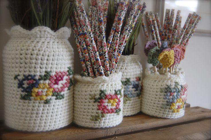 Porta frascos de color blanco con detalles