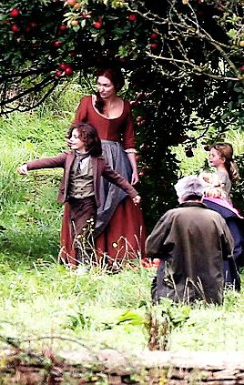 """""""Eleanor, whose character Demelza shares kids Jeremy and Clowance with Poldark, showed off her maternal side as she held hands with a young boy and girl."""" 9/7/17 Season 4"""
