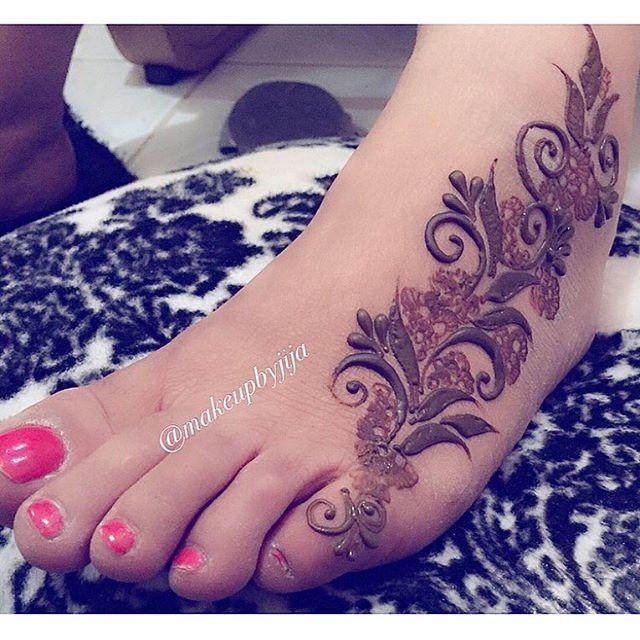 Close up #henna #hena #mehendi #mhendi #dubai #mydubai #dubai #artist #tattoo #patterns #flowers #girls #cute #wakeupandmakeup #vegas_nay #hudabeauty #uae #bride #bridal  #mua #nailpolish #creativity #حنا #حناء #نقوش #دبي #بنات #نقش #wedding  @voguethreads @voguestylz @hudabeauty @monakattan