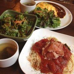 横浜にあるroku cafeは一軒家を利用した落ち着いた雰囲気のカフェ ランチはサラダとスープにドリンクバーまでついてかなりお得ですよ 雑誌なんかでも紹介されている人気のカフェだから予約してから行ったほうが確実かもね デートで使うにもピッタリですよ tags[神奈川県]