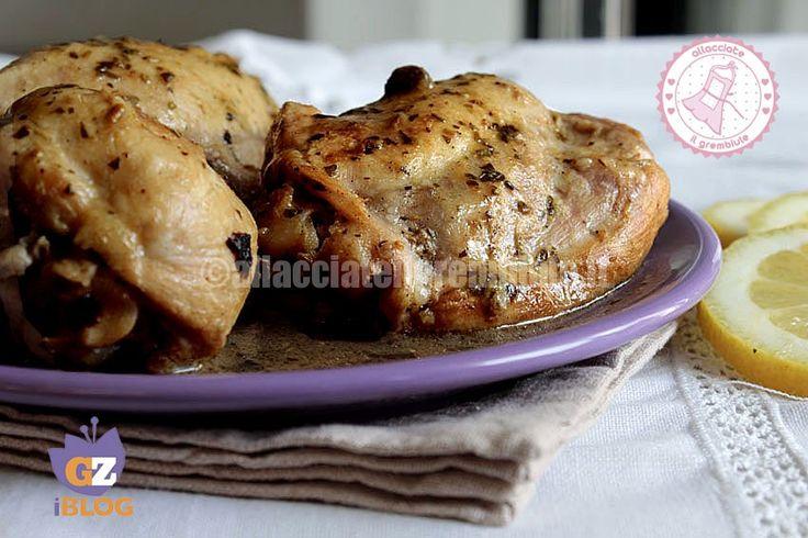 Il pollo magico al limone è una ricetta facilissima per ottenere un pollo morbido succoso e per niente asciutto #chicken #lemon