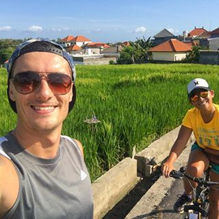 Reason number 367 of why we love Bali...so many awesome things to do. Sunday bike day around rice fields for the win 🚲☀️️ What's your favorite outdoor activity?