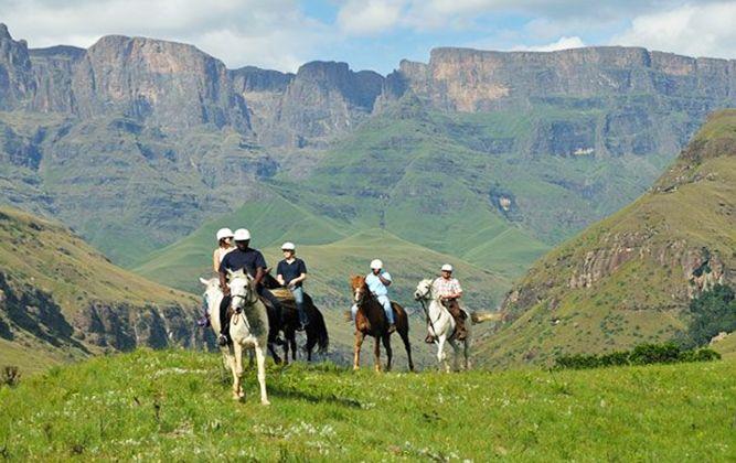 This awesone mountain region offers fabulous trekking and riding holidays. Drakensberg, Kwazulu-Natal