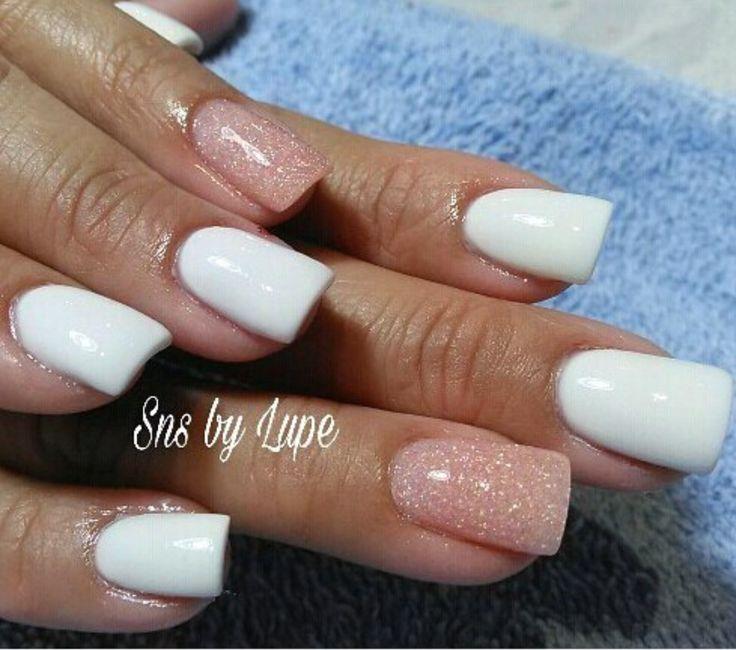 SNS nails ( dipping powder nails) .