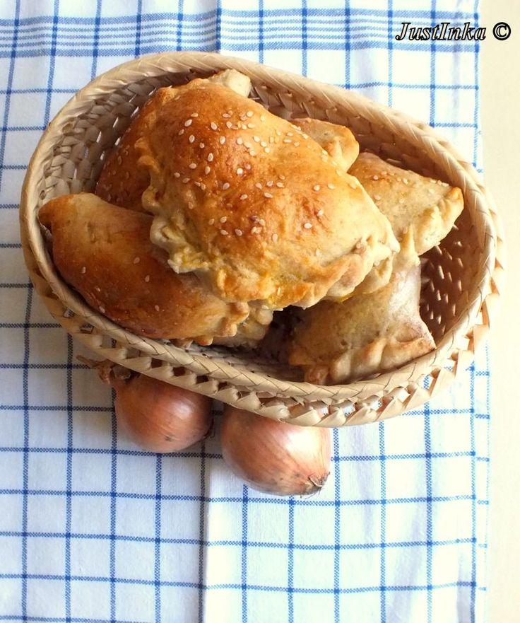 Pieczone pierożki z pieczarkami i cebulą