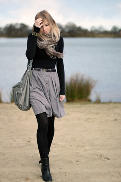 wear with gray/black scarf, L/S black top, gray skirt, black tights, anke boots, leather belt