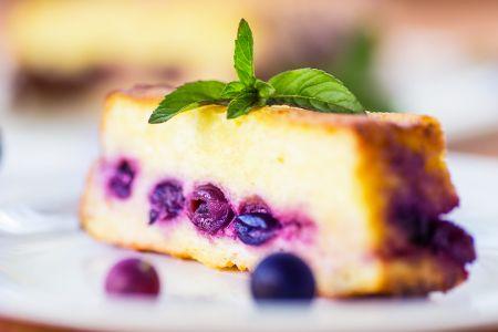 Una #torta semplice e veloce da preparare.  Scopri le nostre #ricette: http://www.dimmidisi.it/it/dimmicomefai/fresche_ricette/article/esplosione_di_mirtilli.htm - #dimmidisi #ricetta #cucina #cake #recipe #cooking #cuisine #mirtilli #blueberry
