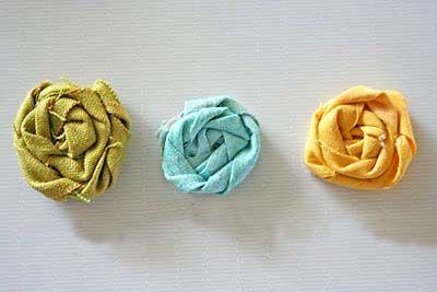 Flores de tecido enroladas