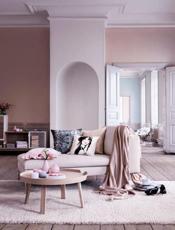 Couleur rose poudré salon en rose doux plancher en bois