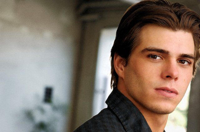 Matthew Lawrence - Those jerks just got better looking with age! #90s #Nerd #Men