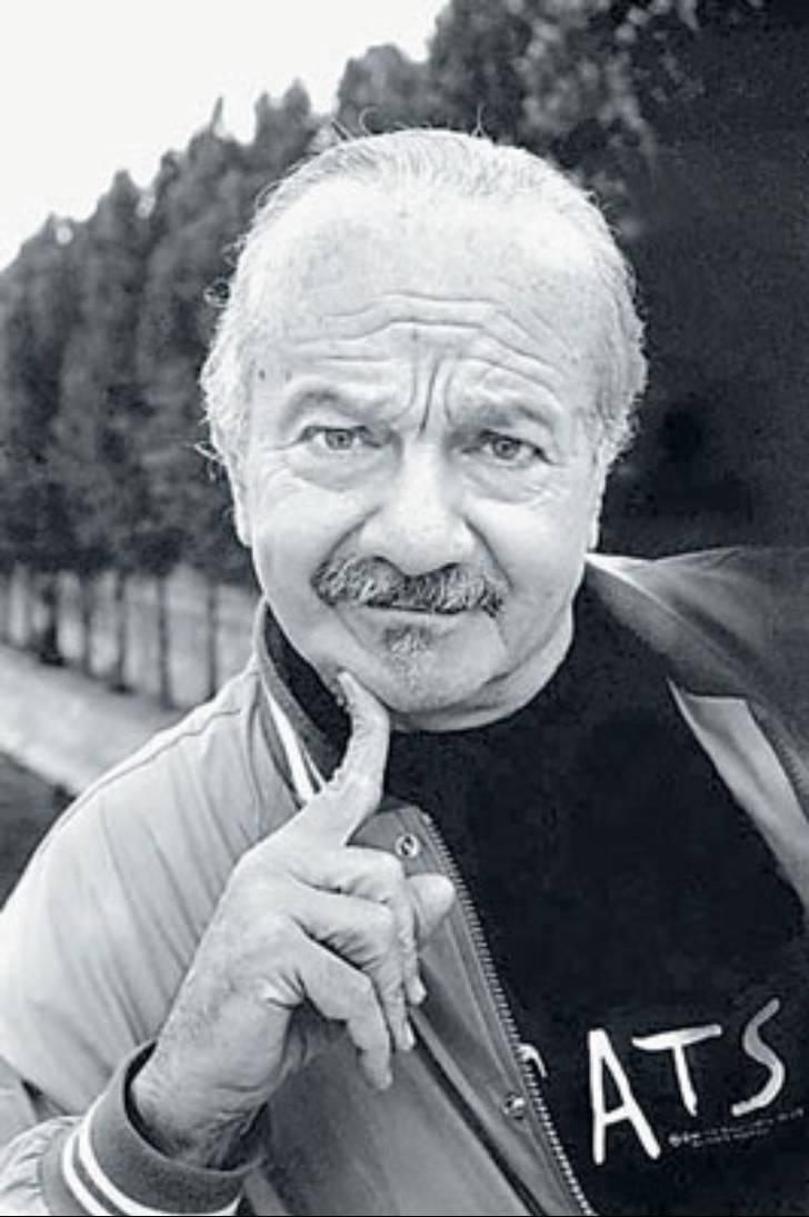 Astor Pantaleón Piazzolla (Mar del Plata, 11 de marzo de 1921 - Buenos Aires, 4 de julio de 1992) fue un bandoneonista y compositor argentino.