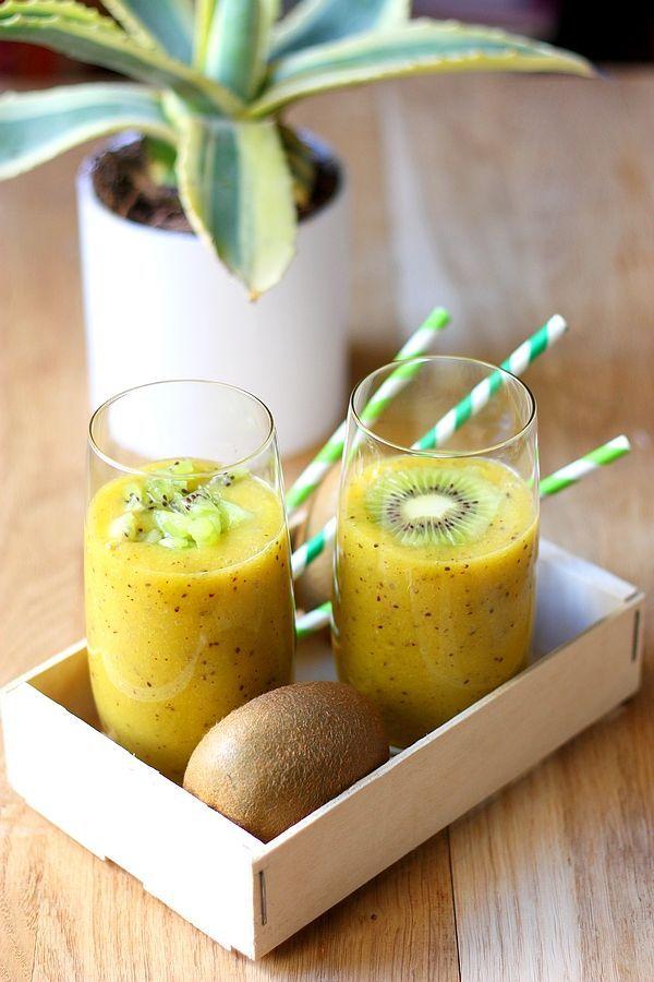 Réveillez-vous avec ce smoothie kiwi et mangue, pour faire le plein de vitamines ! Un smoothie au kiwi, à la mangue et au jus d'orange pour le matin !