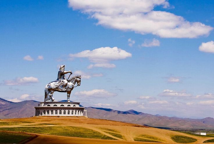 La statue énorme de Gengis Khan en Mongolie. Photos jamais vues, curiosités