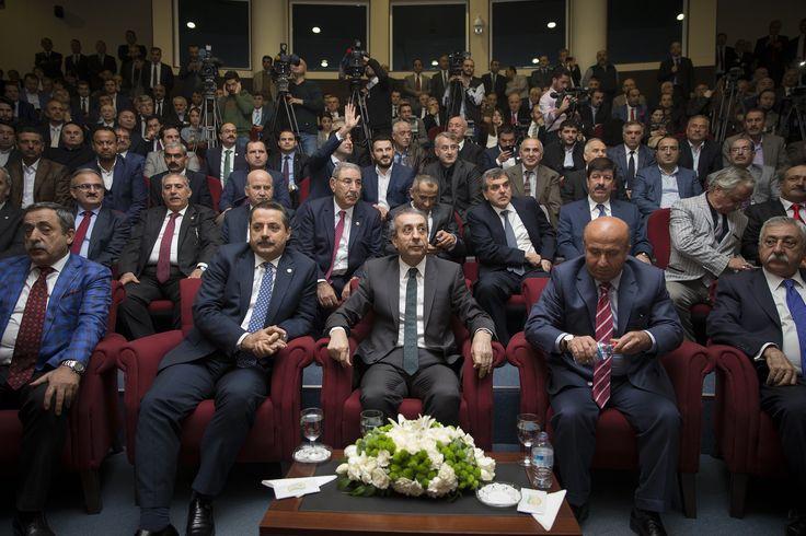 Başbakan Ahmet Davutoğlu'nun açıkladığı 64. Hükümet'te Gıda, Tarım ve Hayvancılık Bakanlığı görevine getirilen Faruk Çelik görevini Kutbettin Arzu'dan devraldı. [25.11.2015]