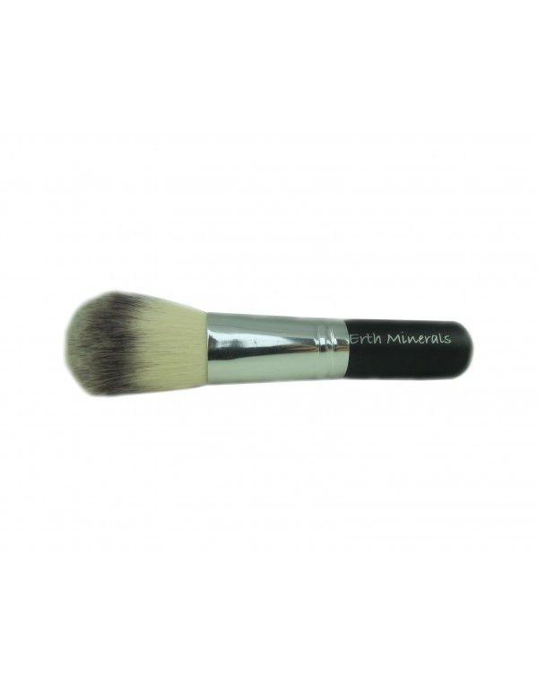 Denne herlige og supermyke «all over»-børsten er laget av syntetisk hår og passer utmerket til både foundation, solpudder, rouge og pudder.
