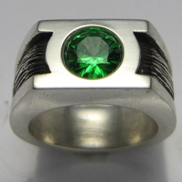 Green Lantern Wedding Band | 30 Geeky Engagement Rings, Wedding Bands, And RingBoxes