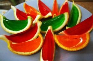 JellO-Shots....... Cut an Orange (or lemon or lime) in HALF and gut it. Mix the ...jello shot (1 cup hot water, box jello, 1 cup various liquors), stir till dissolved then add the jelly mix to the half shell & refrigerate for 3 hours or more. Once solid, slice and serve!