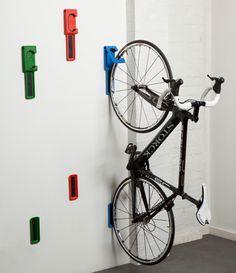 Como guardar bicicletas em ambientes pequenos: o Endo também permite que as bikes fiquem na horizontal e aguenta magrelas de até 20kg acima do chão.