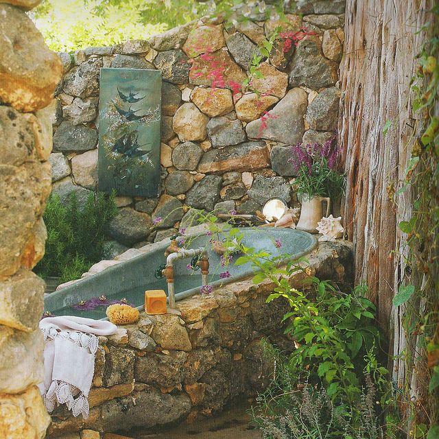 Tinas De Baño Viejas:Outdoor Garden Tub Bath