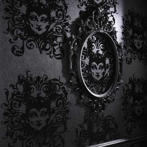 #Disney's duistere kant    Graham & Brown bundelde haar krachten met Barbara Hulanicki en #Disney om iets #magisch te creëren.  Deze samenwerking resulteerde in een limited behangcollectie geïnspireerd op de Disney klassieker #Sneeuwwitje. Barbara Hulanicki schetste de machtigste en meest sinistere booswichten van Disney; Maleficent en haar gevederde handlanger Diablo.  Meer informatie over #woninginrichting http://www.wonenwonen.nl/woninginrichting/graham-brown-behang/3852