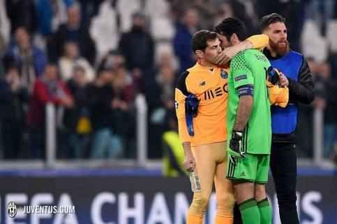 Ma come ti sei vestito Casillas?! Vorrei portare alla vostra attenzione qualcosa di cui nessuno ha ancora parlato: la calzamaglia arancione indossata da Iker Casillas durante Juve-Porto. Certi argomenti sono difficili da affrontare.  #juve #porto #champions #casillas