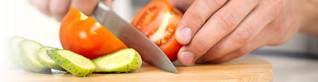 Gebraden kip op eigenwijze Jamie Oliver manier . Vooral de citroen met laurier letterlijk in de kip geven een heerlijk aroma !  Wij bakken onze aardappeltjes er wel apart bij .