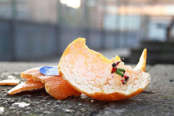 """""""Inner City Snail"""" et """"Little People"""" sont deux projets de street art de l'artiste anglais Slinkachu, qui se penche sur de nouvelles façons d'appréhender le s"""