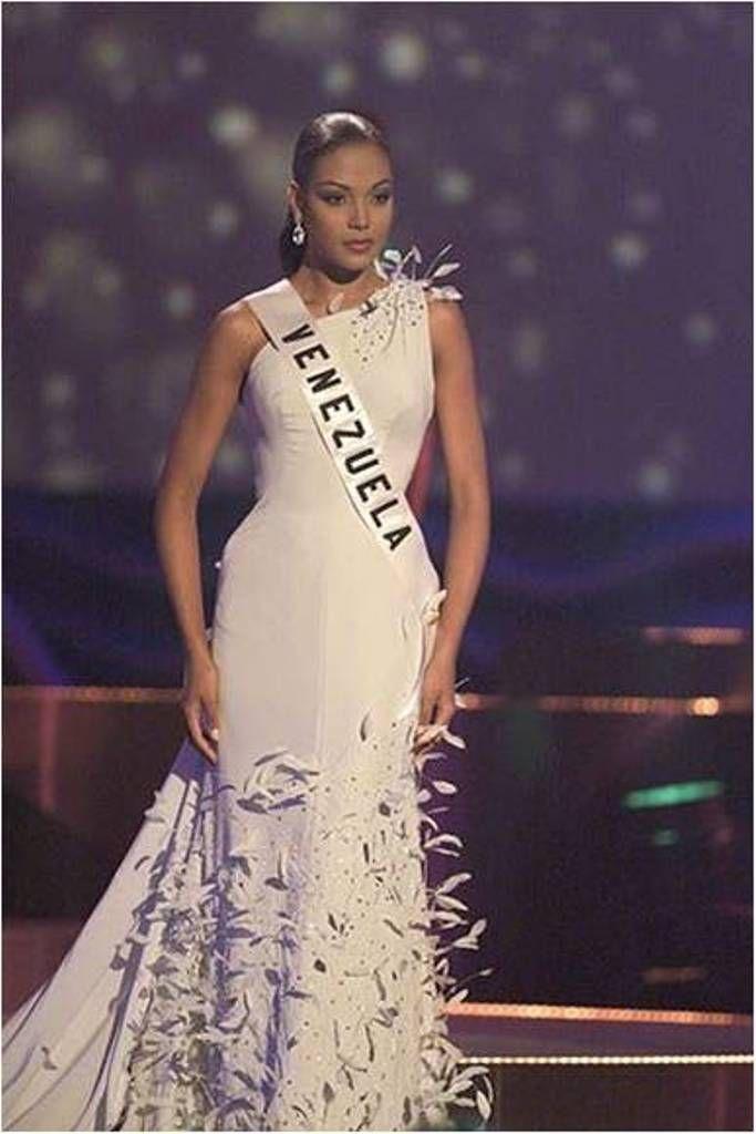Impecable el Trabajo de Nuestra Carolina Indriago, en las Preliminares del Certamen de Miss Universe 1999...