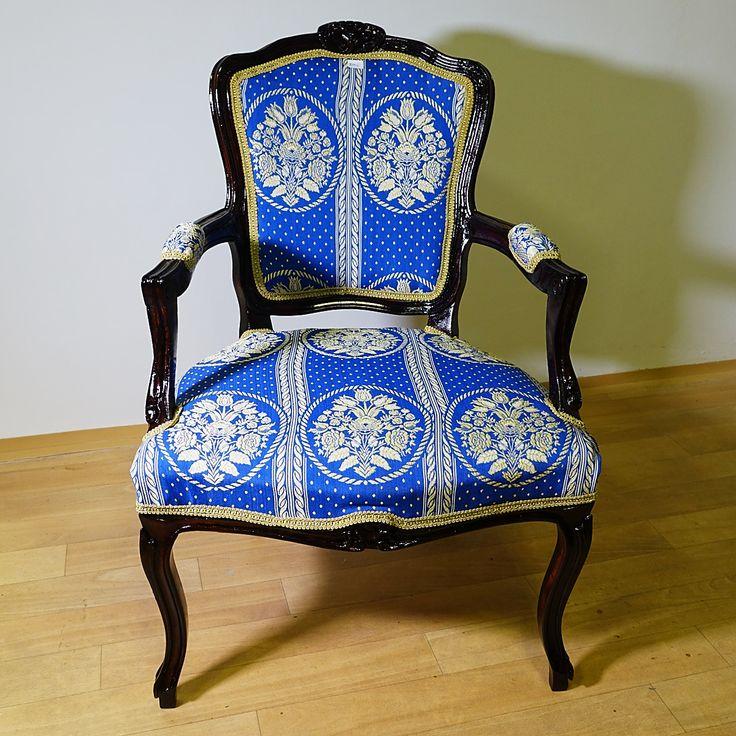 Rokokó karfás szék, restaurálva, új kárpittal. Magyarországi futár szállítás belföldi áron lehetséges ! Számlaképes. Az ár a szállítási költséget nem tartalmazza. Banki utalás esetén a tranzakciós költség a vevőt terheli.