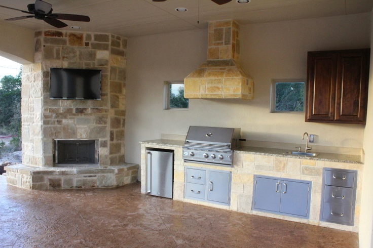 Outdoor kitchen/ fireplace and tv