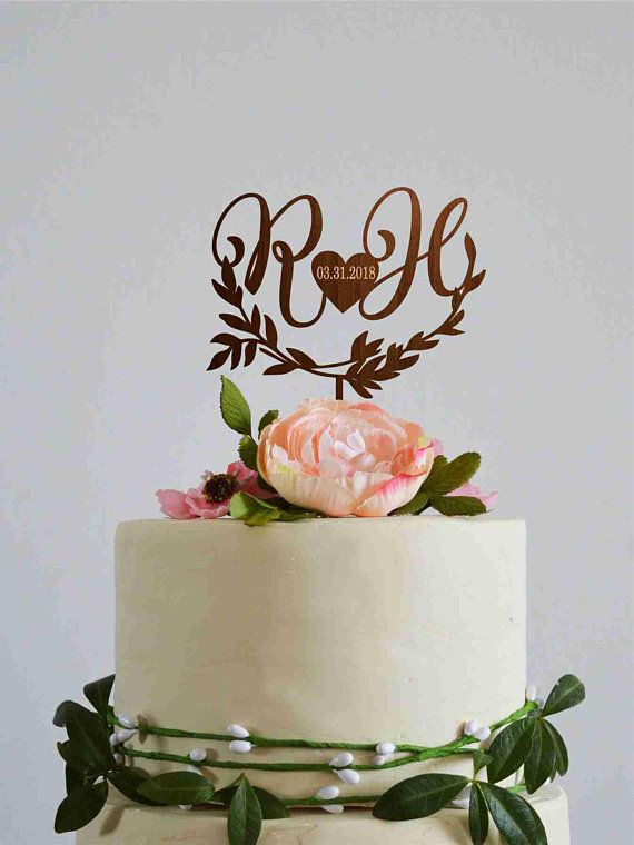 Pin By Daniela Sampaio On Cakes In 2020 Wedding Cake Toppers Monogram Cake Toppers Wedding Cake With Initials