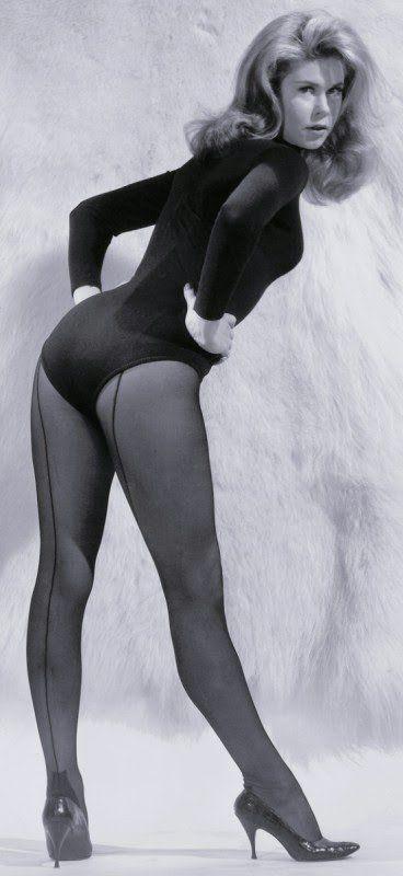 Cougars Near Me >> Elizabeth Montgomery, 1960   Elizabeth montgomery, Barbara eden, Bewitching