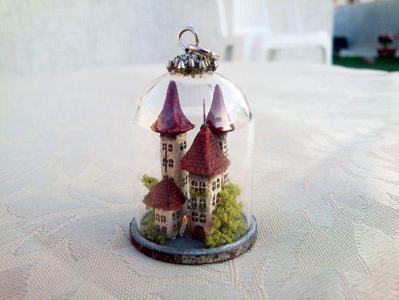 Miniatur-Stadt in einer Klarglas Kuppel, exquisit und Reich detaillierte