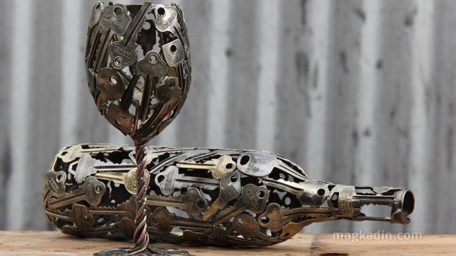 Avustralyalı sanatçının yaratıcılığı ile geri dönüşüm eşyalarından oluşan güzel sanat tasarımları... Michael adlı sanatçı kullanılmayan eski anahtar ve bozu