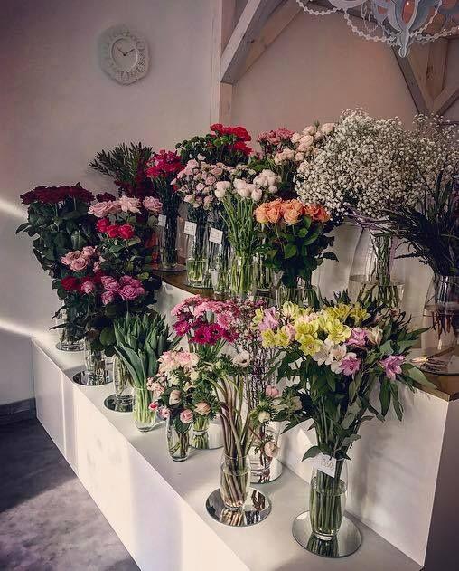 #flower #flowers #pink #white #colorful #roses #basket #compozition #elegant #style #love #flowerdesign #florist #flowershop #kwiat #kwiaty #roz #biel #kolorowo #roze #kompozycja #koszyk #elegancki #styl #miłość #kwiaciarnia #manufakturakwiatow