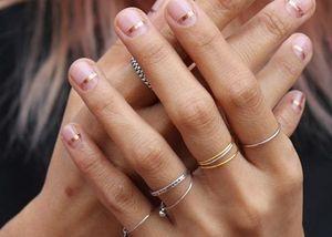Nail art per unghie corte: un po' di idee (minimal!)